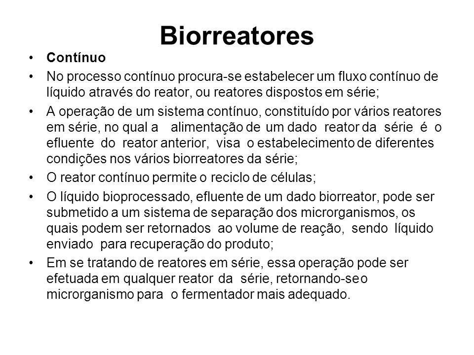 Biorreatores Contínuo No processo contínuo procura-se estabelecer um fluxo contínuo de líquido através do reator, ou reatores dispostos em série; A op