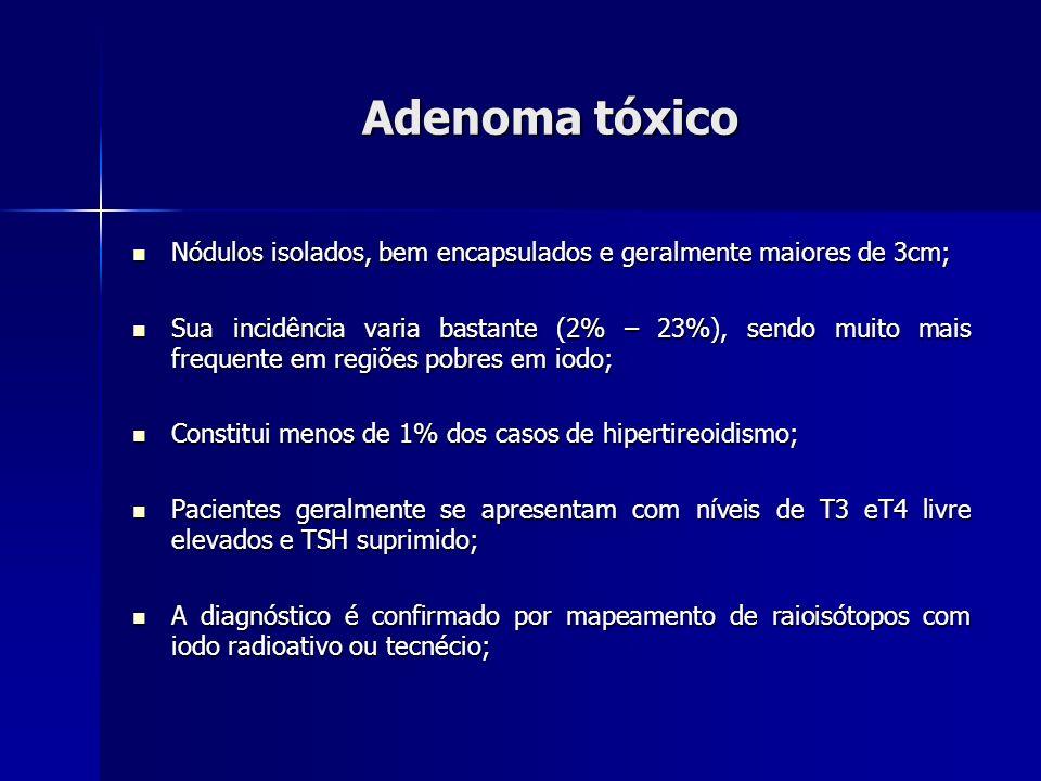 Adenoma tóxico Nem todos necessitam ser tratados, aqueles que apresentam TSH, T3 T4 normais (nódulos compensados) podem ser observados; Nem todos necessitam ser tratados, aqueles que apresentam TSH, T3 T4 normais (nódulos compensados) podem ser observados; Estudos mostram eficácia semelhante entre o tratamento cirúrgico e o tratamento com iodo radioativo; Estudos mostram eficácia semelhante entre o tratamento cirúrgico e o tratamento com iodo radioativo; A injeção percutânea de etanol em estudo com 439 pacientes mostrou índice de cura de 89,6%.