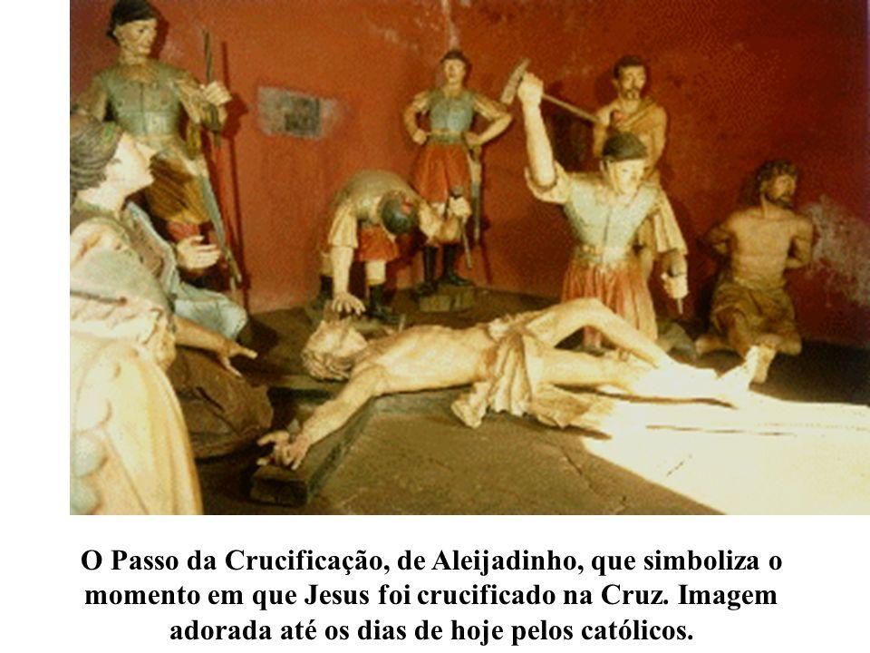 O Passo da Crucificação, de Aleijadinho, que simboliza o momento em que Jesus foi crucificado na Cruz. Imagem adorada até os dias de hoje pelos católi