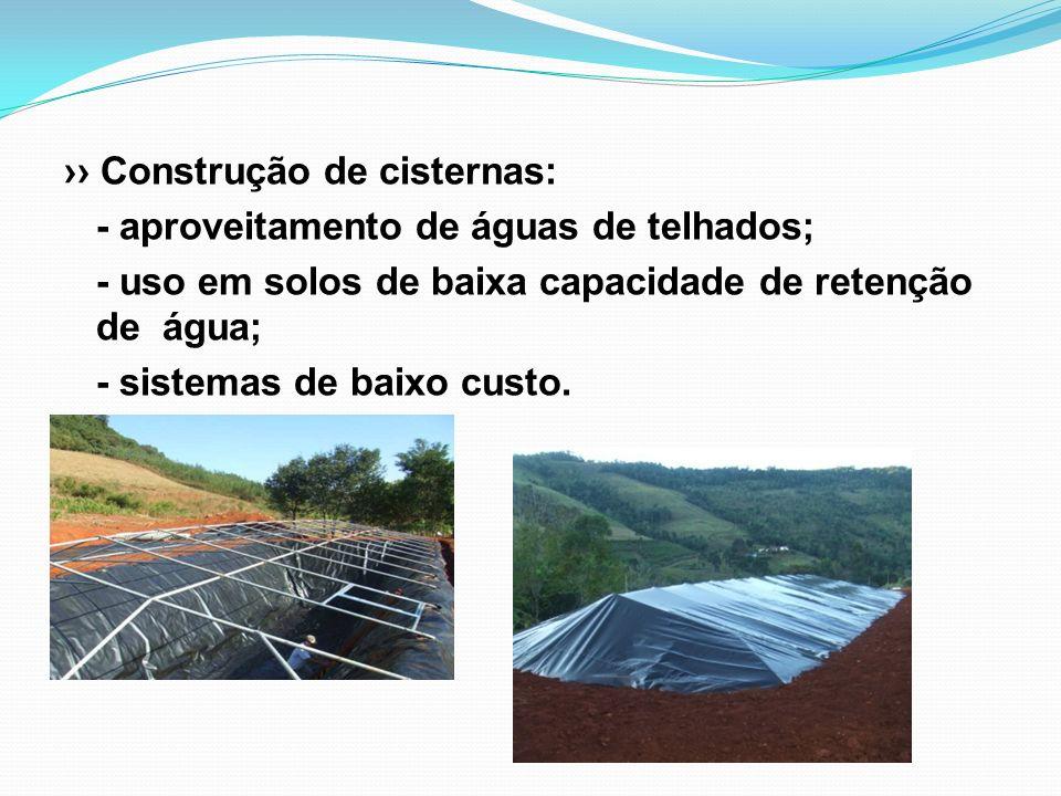 Construção de cisternas: - aproveitamento de águas de telhados; - uso em solos de baixa capacidade de retenção de água; - sistemas de baixo custo.