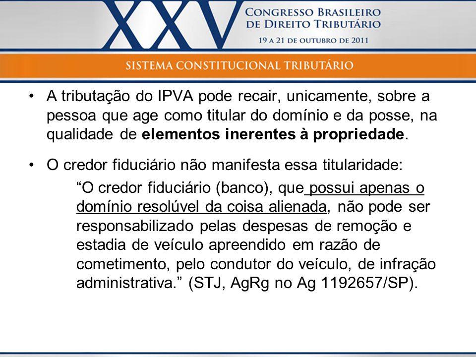 A tributação do IPVA pode recair, unicamente, sobre a pessoa que age como titular do domínio e da posse, na qualidade de elementos inerentes à proprie
