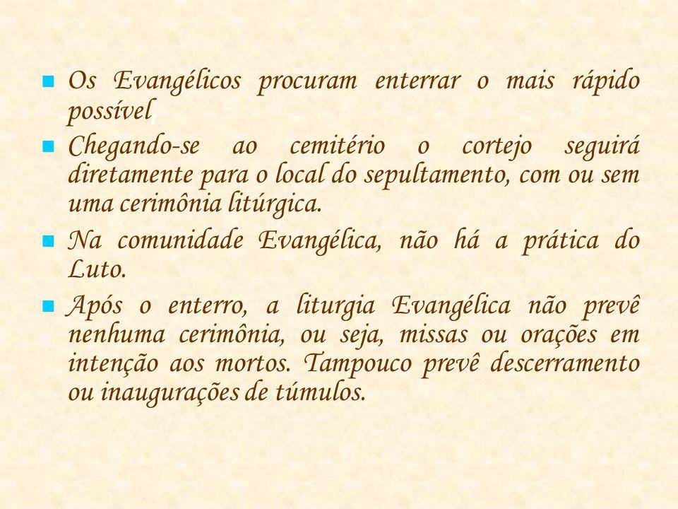 Os Evangélicos procuram enterrar o mais rápido possível, Chegando-se ao cemitério o cortejo seguirá diretamente para o local do sepultamento, com ou sem uma cerimônia litúrgica.