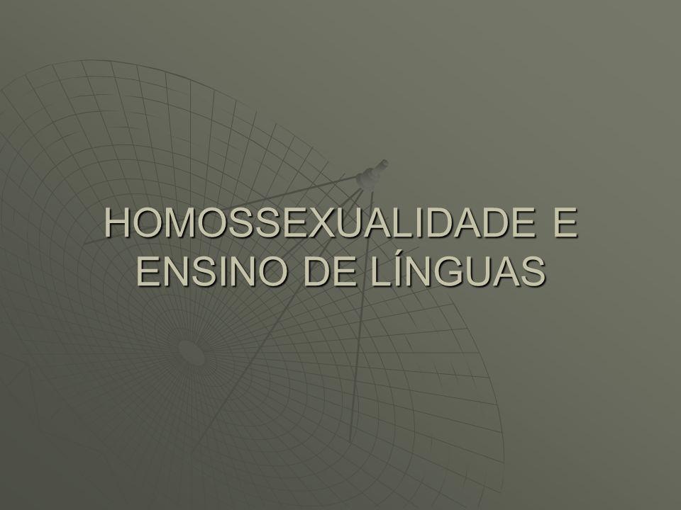O presente trabalho intenciona pesquisar da perspectiva etnográfica o grupo de professores de línguas estrangeiras que sejam homossexuais, especificamente o porquê do grande número de professores homossexuais e a forma que a sociedade enxerga estes profissionais.