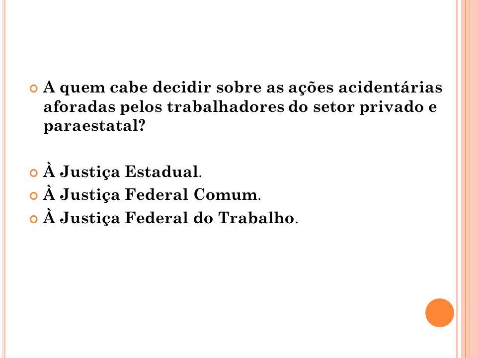 À J USTIÇA E STADUAL.As demandas contra o INSS relativas aos benefícios acidentários.