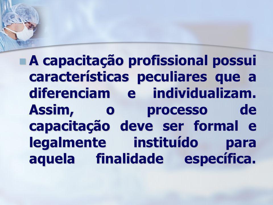 A capacitação profissional possui características peculiares que a diferenciam e individualizam. Assim, o processo de capacitação deve ser formal e le