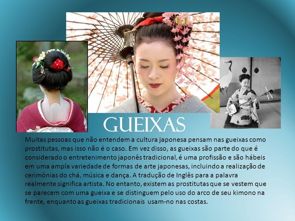 Gueixas Muitas pessoas que não entendem a cultura japonesa pensam nas gueixas como prostitutas, mas isso não é o caso. Em vez disso, as gueixas são pa