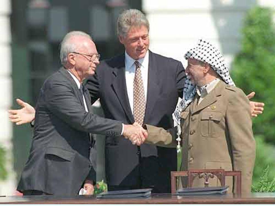 ACORDO DE OSLO (1993) Local EUA Intermediação Diplomatas da Noruega Partes OLP (Yasser Arafat) e Israel (Ytizak Rabin) Acordo Autonomia para os Palest
