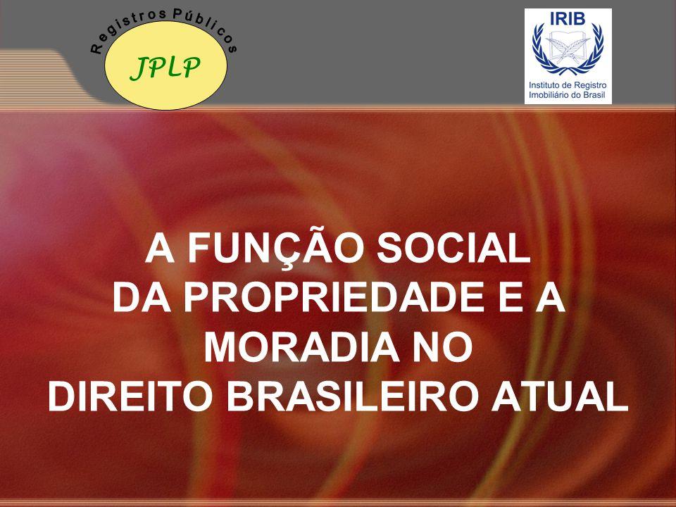 A propriedade e sua função social O direito de propriedade no Brasil foi reconhecido como garantia constitucional, porque é através dele que o indivíduo pode estabelecer sua moradia, proteger sua família e exercer a plenitude de sua personalidade (art.