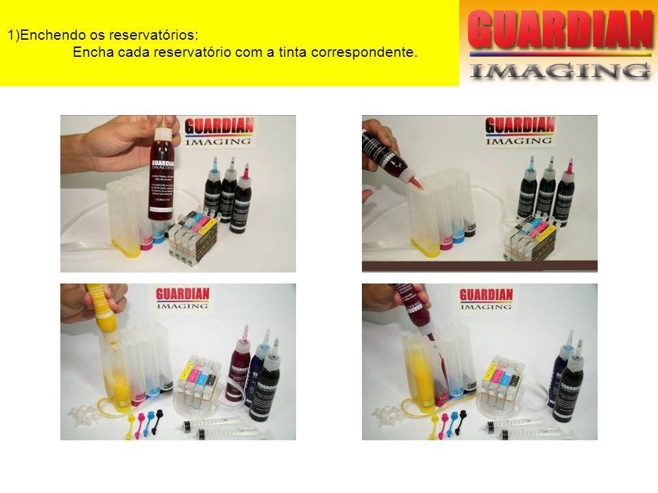 6) Instalando o dispenser: Remova a tampa traseira da impressora.