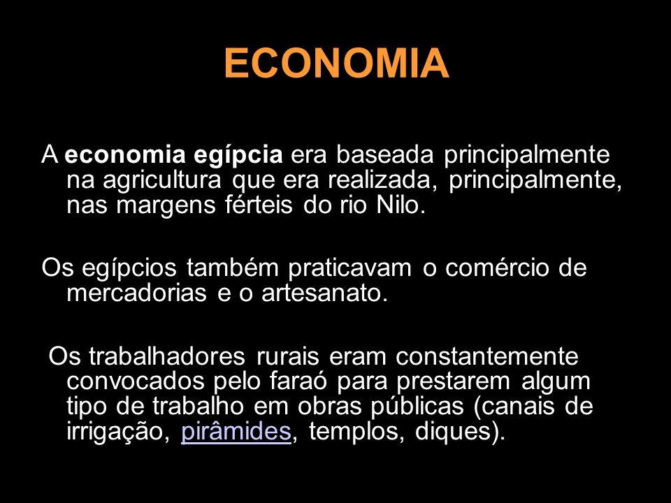 ECONOMIA A economia egípcia era baseada principalmente na agricultura que era realizada, principalmente, nas margens férteis do rio Nilo. Os egípcios