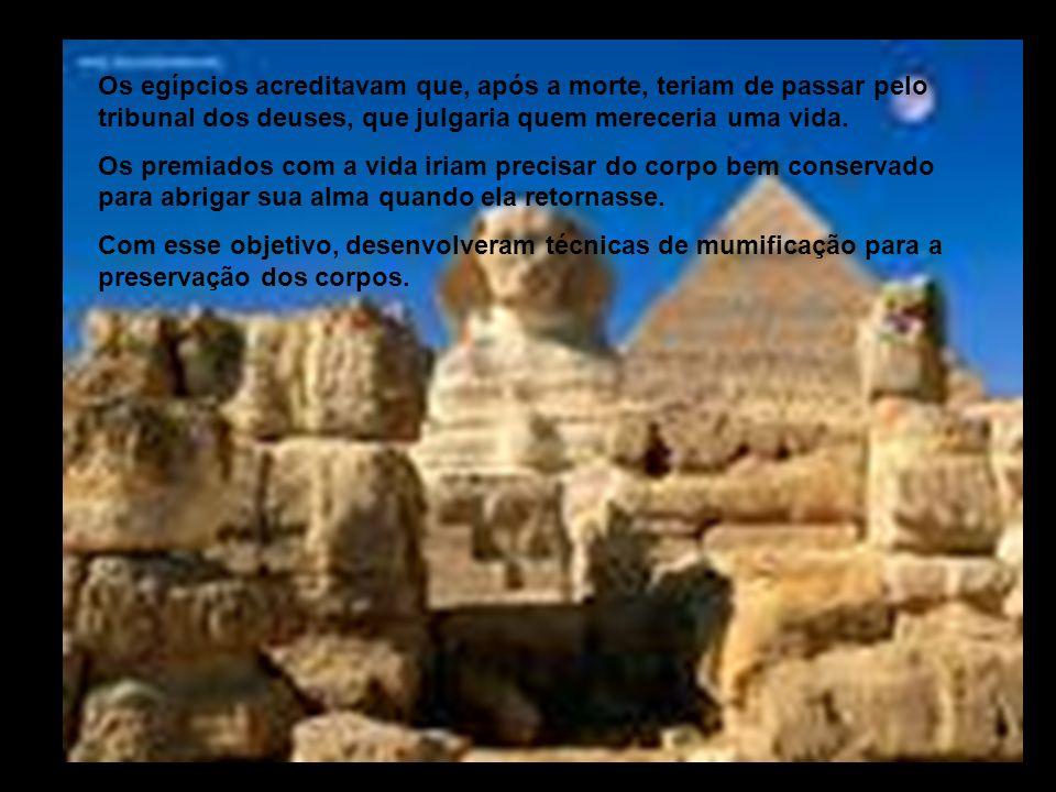 Os egípcios acreditavam que, após a morte, teriam de passar pelo tribunal dos deuses, que julgaria quem mereceria uma vida. Os premiados com a vida ir