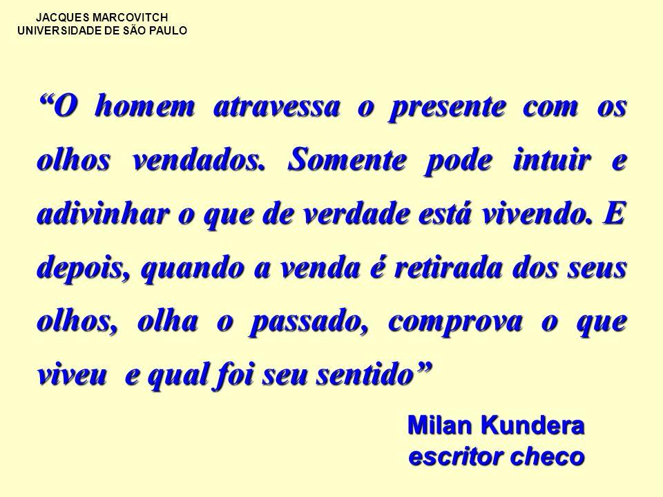 JACQUES MARCOVITCH UNIVERSIDADE DE SÃO PAULO O homem atravessa o presente com os olhos vendados. Somente pode intuir e adivinhar o que de verdade está