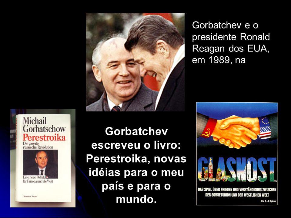 São conseqüências das reformas na URSS e do fim da Guerra Fria, a) para a ex: URSS Esfacelamento do país e a criação da CEI.