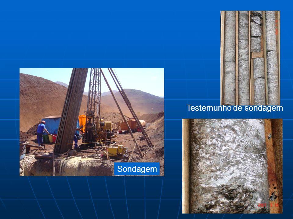 Amostragem A partir: Mapas e seções geológico-estruturais escalas entre 1:5.000 e 1:100 Superfície Poços Trincheiras Galerias Sondagens testemunhadas
