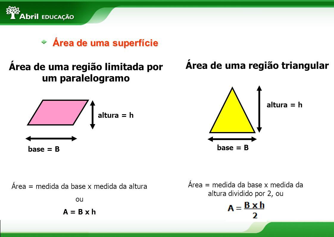 Área de uma superfície base = B altura = h Área = medida da base x medida da altura dividido por 2, ou Área de uma região triangular base = B altura =