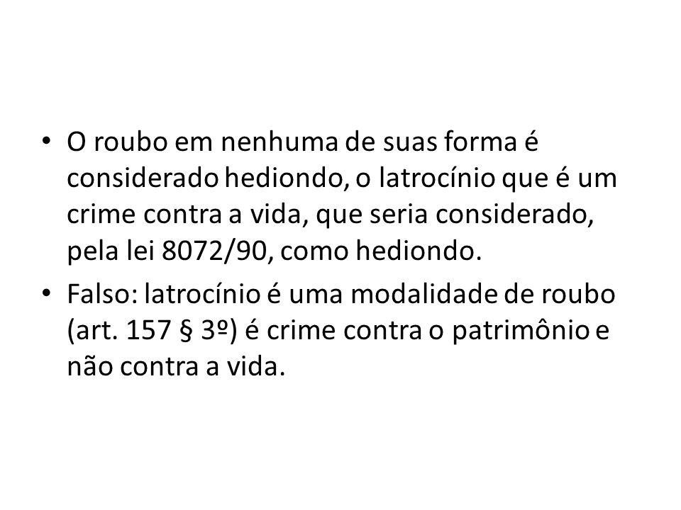 O roubo em nenhuma de suas forma é considerado hediondo, o latrocínio que é um crime contra a vida, que seria considerado, pela lei 8072/90, como hediondo.