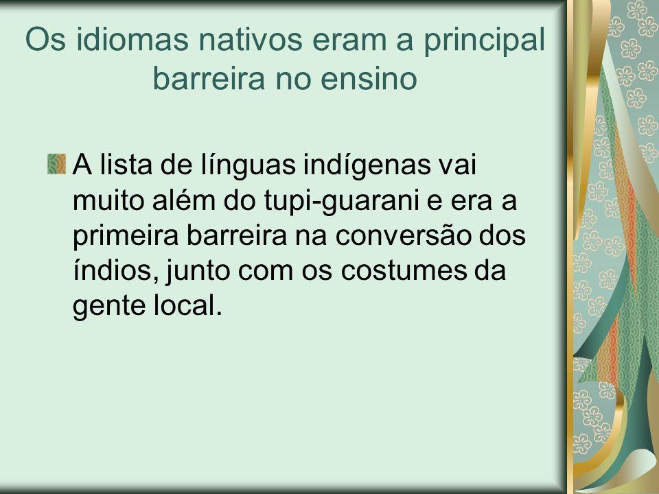 As escolas não tinham nada a ver com as que conhecemos Nas aldeias, os jesuítas ergueram as chamadas casas de meninos, espaço onde crianças e jovens índios aprendem português ou espanhol - também havia jesuítas espanhóis em terra brasilis.