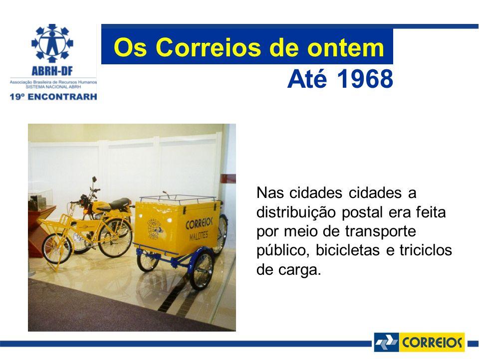 Nas cidades cidades a distribuição postal era feita por meio de transporte público, bicicletas e triciclos de carga. Até 1968 Os Correios de ontem