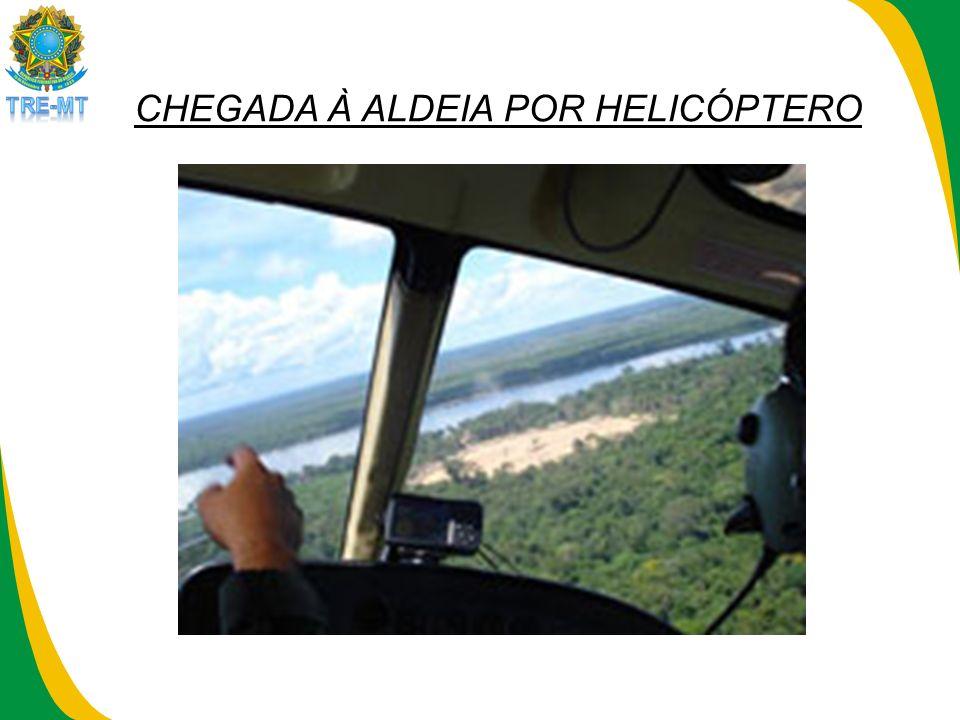 CHEGADA À ALDEIA POR HELICÓPTERO