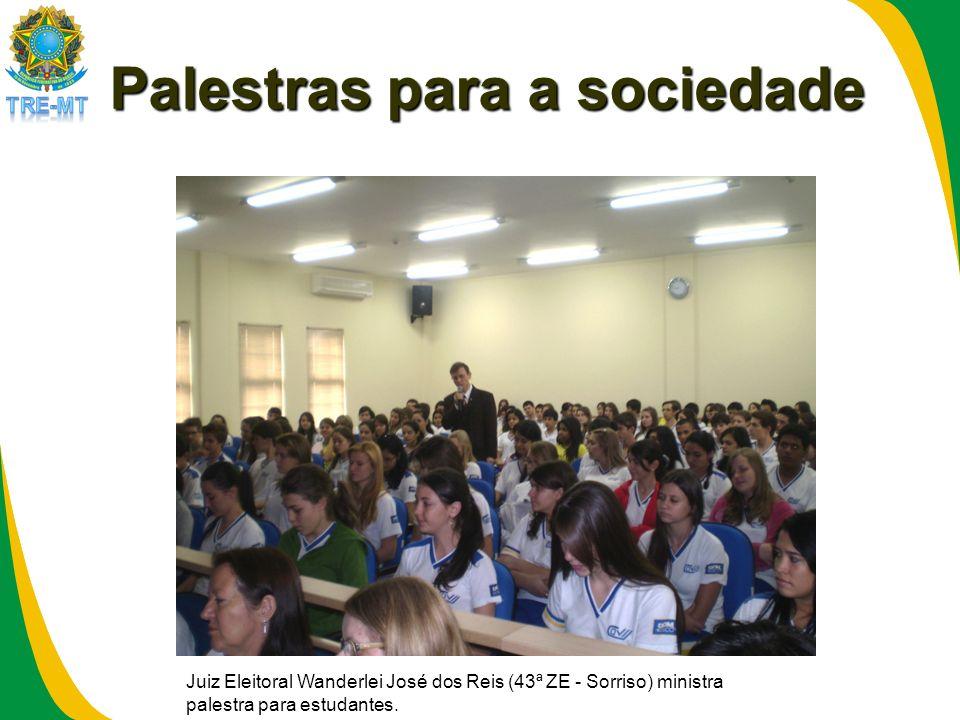 Palestras para a sociedade Juiz Eleitoral Wanderlei José dos Reis (43ª ZE - Sorriso) ministra palestra para estudantes.