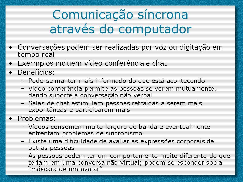Comunicação síncrona através do computador Conversações podem ser realizadas por voz ou digitação em tempo real Exermplos incluem vídeo conferência e