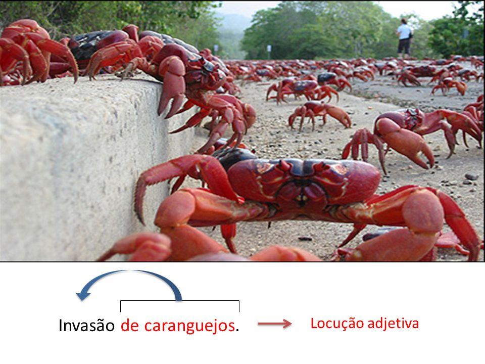 Invasão de caranguejos. Locução adjetiva