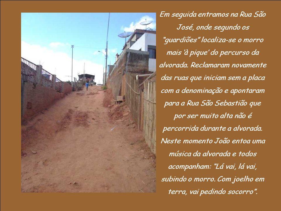 Em seguida entramos na Rua São José, onde segundo os guardiões localiza-se o morro mais à pique do percurso da alvorada.
