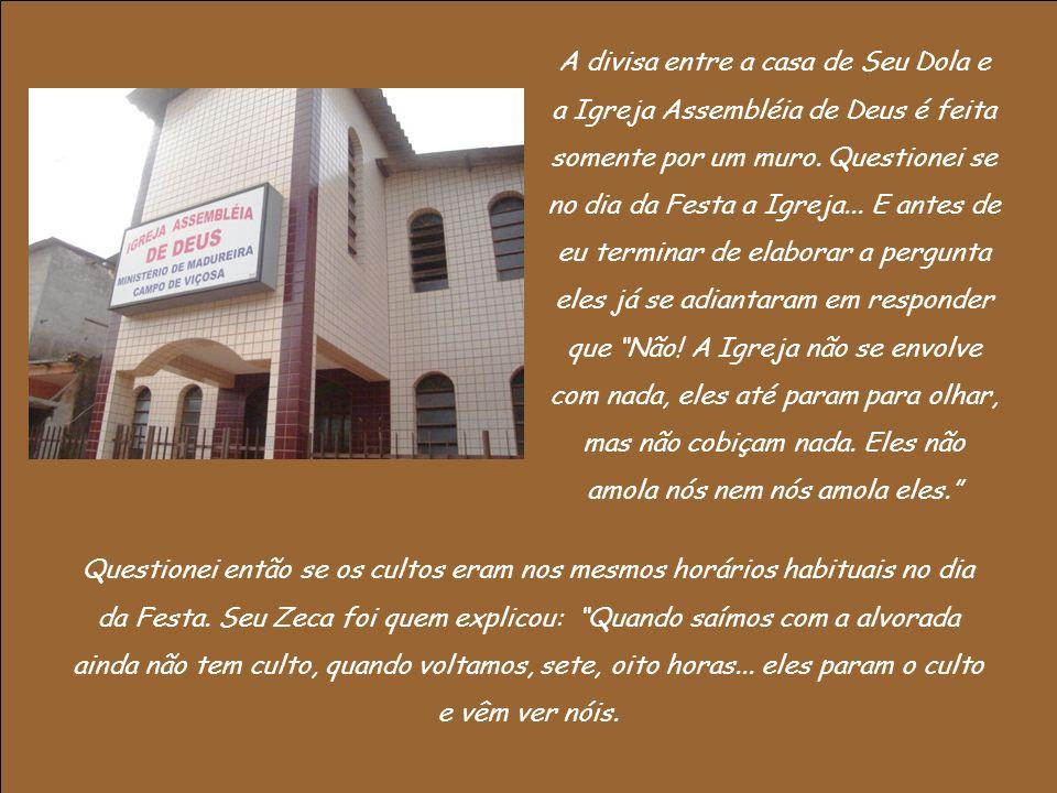 A divisa entre a casa de Seu Dola e a Igreja Assembléia de Deus é feita somente por um muro.