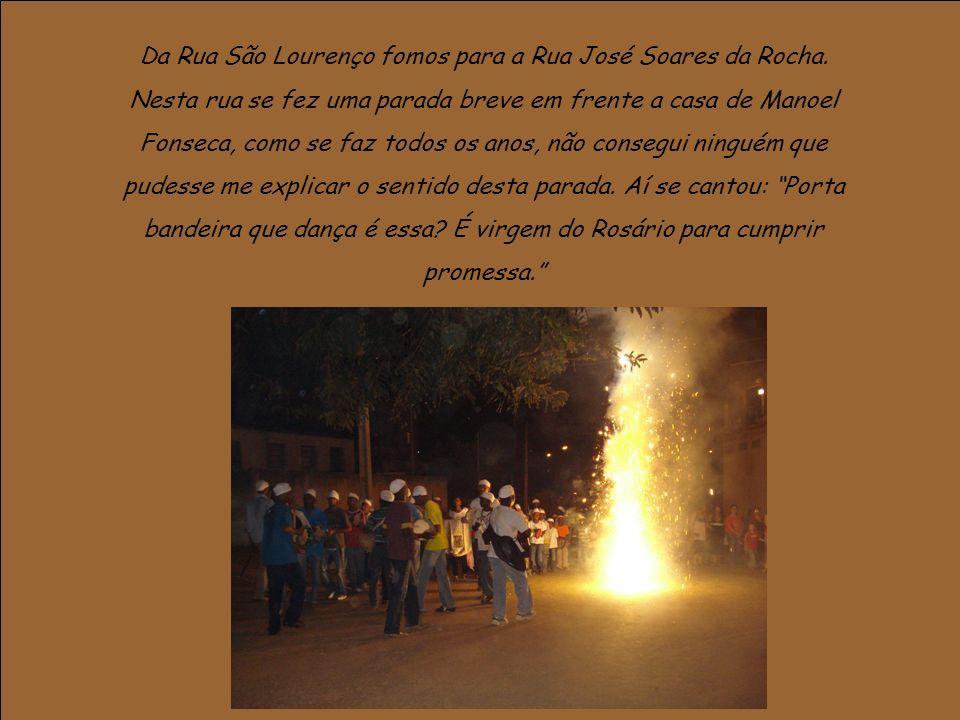 Da Rua São Lourenço fomos para a Rua José Soares da Rocha. Nesta rua se fez uma parada breve em frente a casa de Manoel Fonseca, como se faz todos os