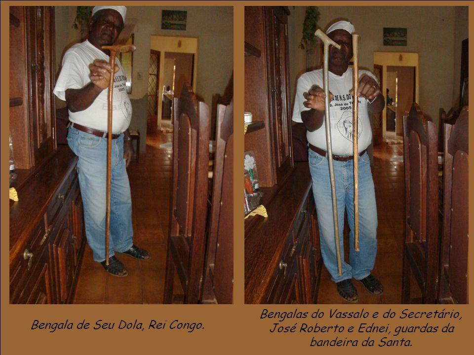 Bengala de Seu Dola, Rei Congo. Bengalas do Vassalo e do Secretário, José Roberto e Ednei, guardas da bandeira da Santa.