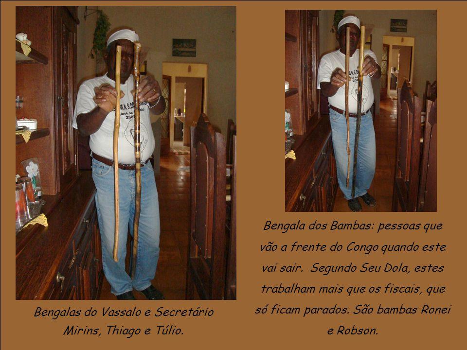 No dia da Festa as bengalas utilizadas durante o ensaio são substituídas por espadas, que só podem ser utilizadas quando se estiver fardado.