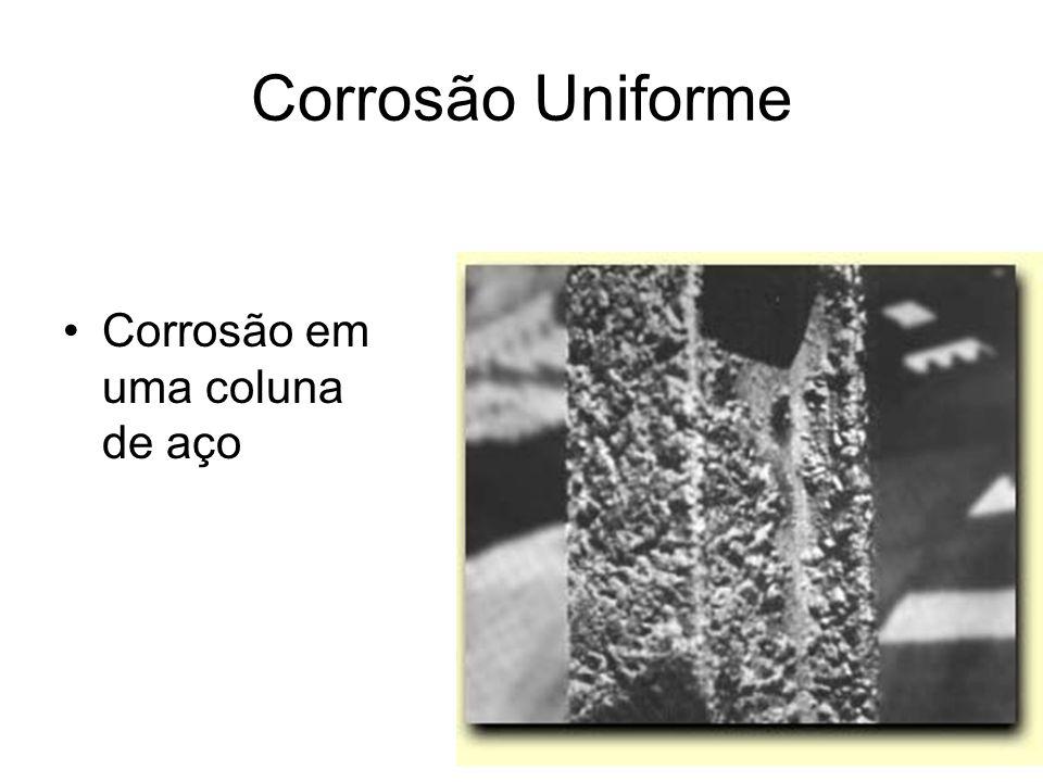 Corrosão em uma coluna de aço