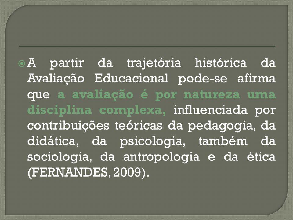 A partir da trajetória histórica da Avaliação Educacional pode-se afirma que a avaliação é por natureza uma disciplina complexa, influenciada por cont