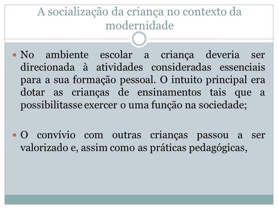 A socialização da criança no contexto da modernidade No ambiente escolar a criança deveria ser direcionada à atividades consideradas essenciais para a