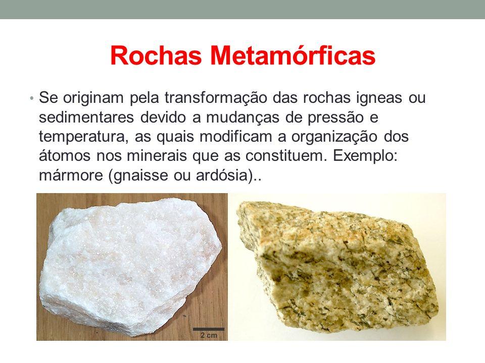 Rochas Metamórficas Se originam pela transformação das rochas igneas ou sedimentares devido a mudanças de pressão e temperatura, as quais modificam a