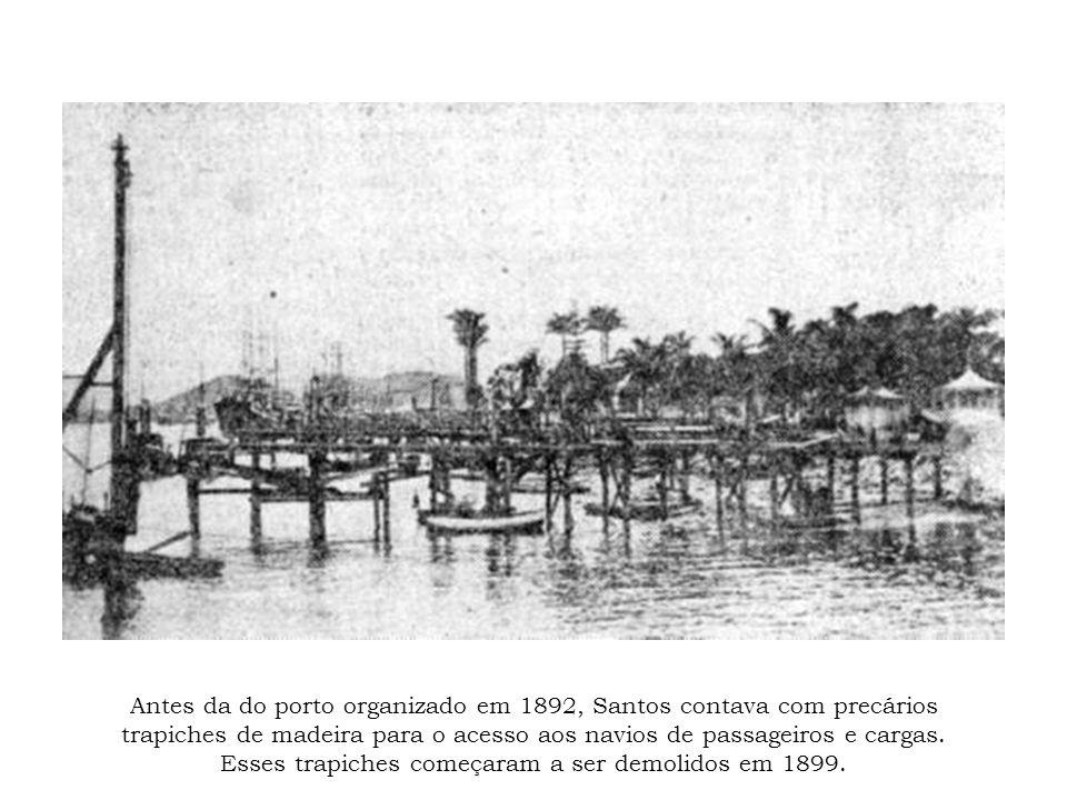 Antes da do porto organizado em 1892, Santos contava com precários trapiches de madeira para o acesso aos navios de passageiros e cargas. Esses trapic