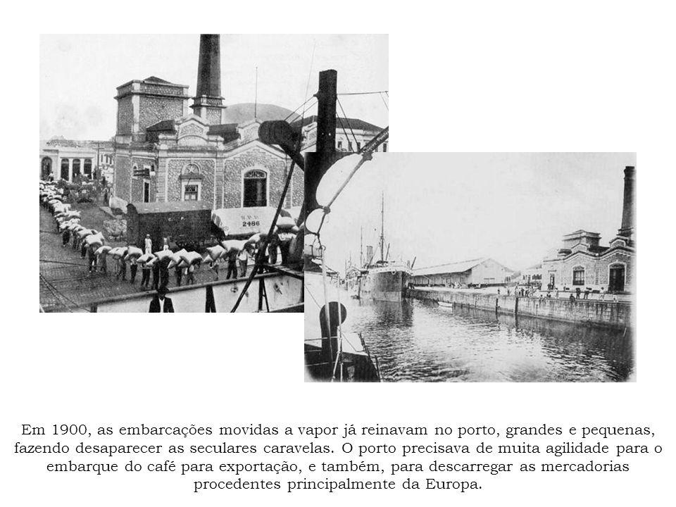 Em 1900, as embarcações movidas a vapor já reinavam no porto, grandes e pequenas, fazendo desaparecer as seculares caravelas. O porto precisava de mui