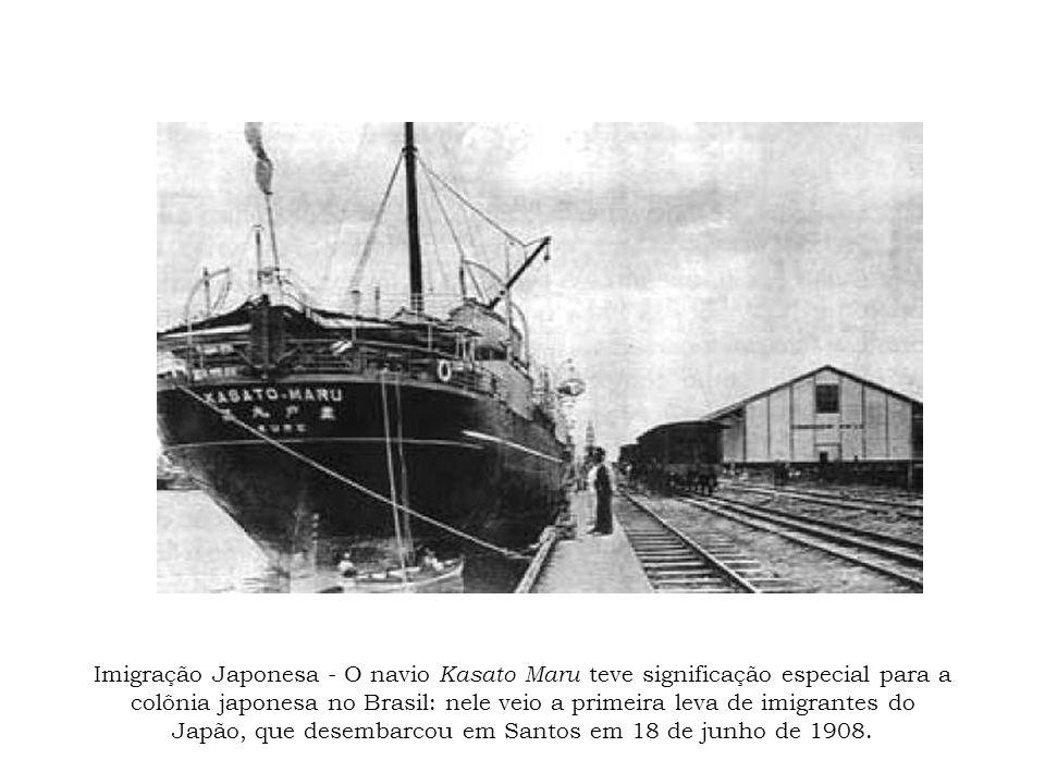 Imigração Japonesa - O navio Kasato Maru teve significação especial para a colônia japonesa no Brasil: nele veio a primeira leva de imigrantes do Japã