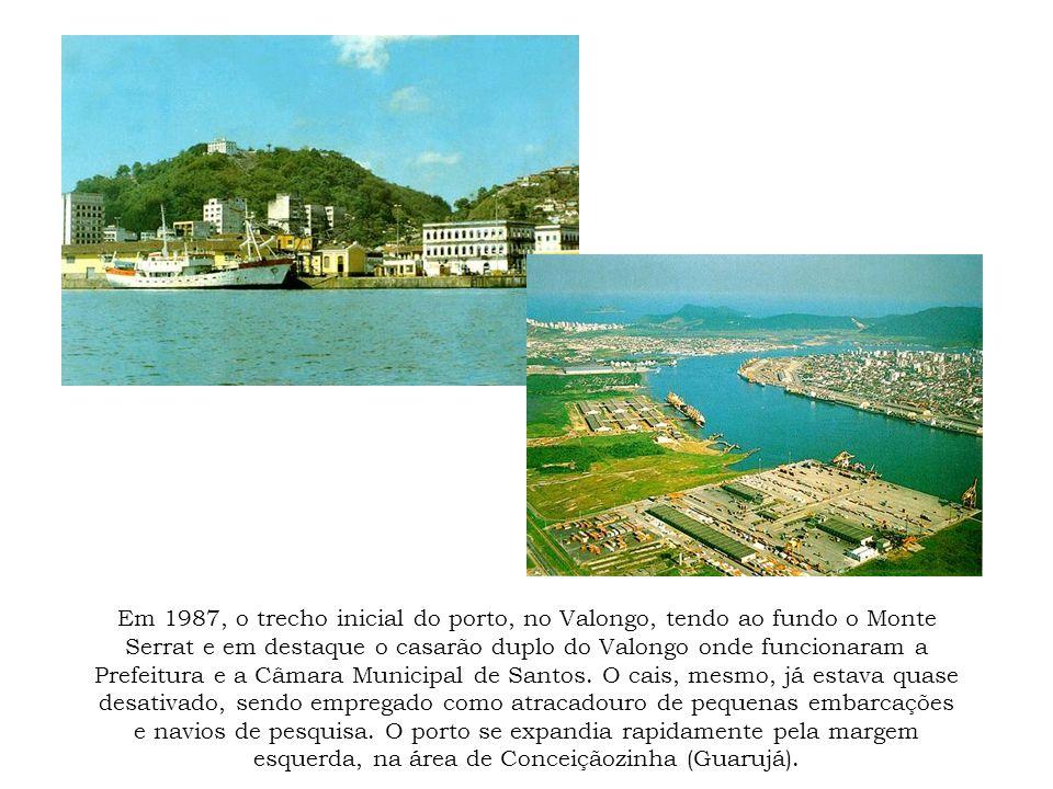 Em 1987, o trecho inicial do porto, no Valongo, tendo ao fundo o Monte Serrat e em destaque o casarão duplo do Valongo onde funcionaram a Prefeitura e
