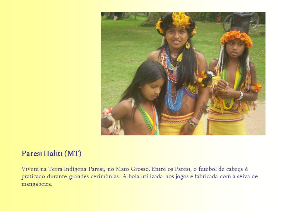 Vivem na Terra Indígena Paresi, no Mato Grosso. Entre os Paresi, o futebol de cabeça é praticado durante grandes cerimônias. A bola utilizada nos jogo
