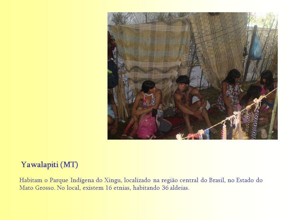 Habitam o Parque Indígena do Xingu, localizado na região central do Brasil, no Estado do Mato Grosso. No local, existem 16 etnias, habitando 36 aldeia