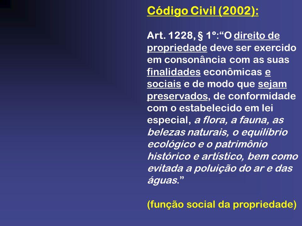 Código Civil (2002): Art. 1228, § 1º:O direito de propriedade deve ser exercido em consonância com as suas finalidades econômicas e sociais e de modo
