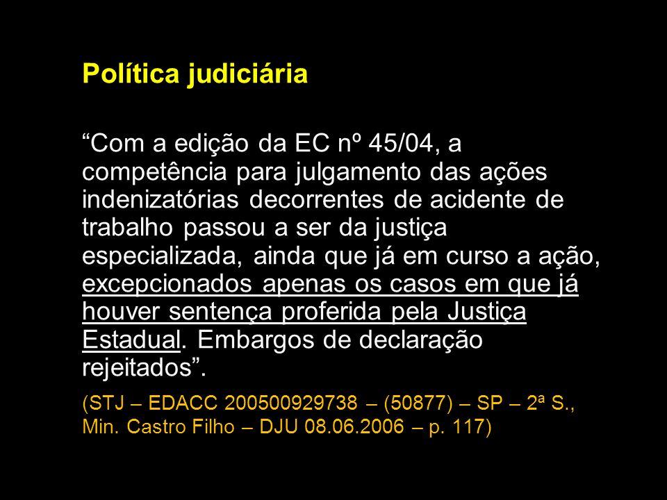 Política judiciária Com a edição da EC nº 45/04, a competência para julgamento das ações indenizatórias decorrentes de acidente de trabalho passou a s