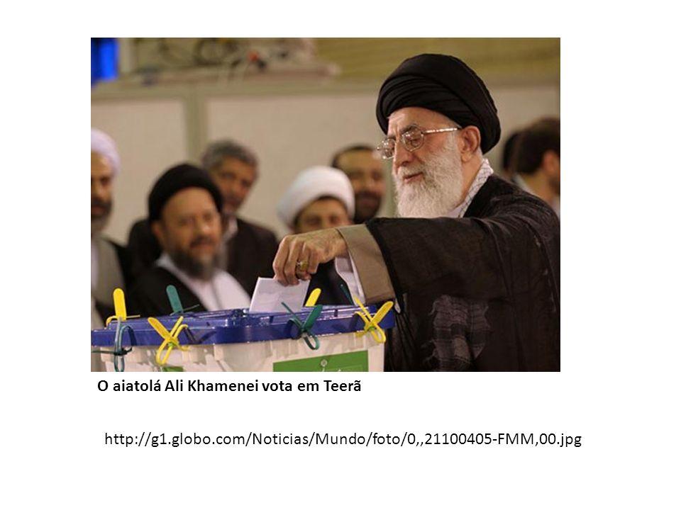 O aiatolá Ali Khamenei vota em Teerã http://g1.globo.com/Noticias/Mundo/foto/0,,21100405-FMM,00.jpg