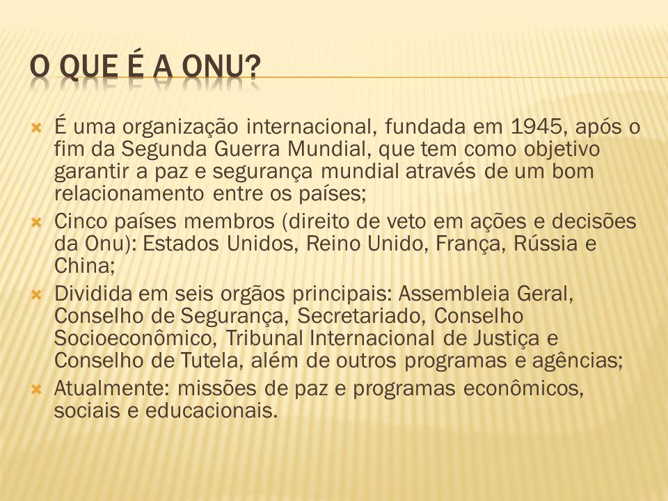 É uma organização internacional, fundada em 1945, após o fim da Segunda Guerra Mundial, que tem como objetivo garantir a paz e segurança mundial atrav