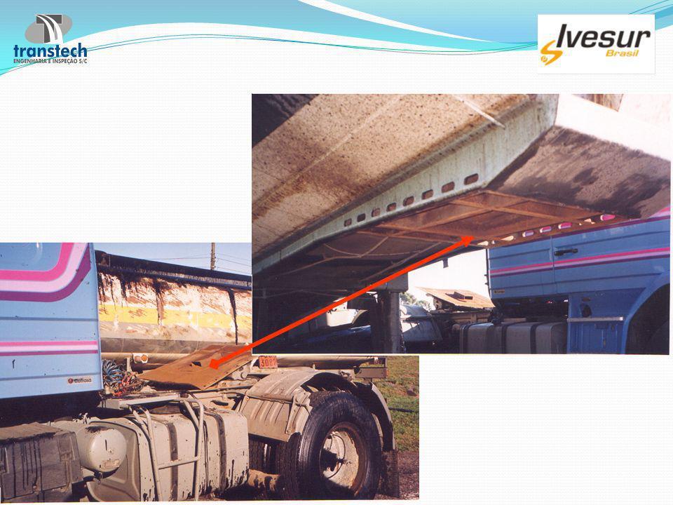 Produto inflamável vaza de caminhão na Régis Bittencourt Paulo R.