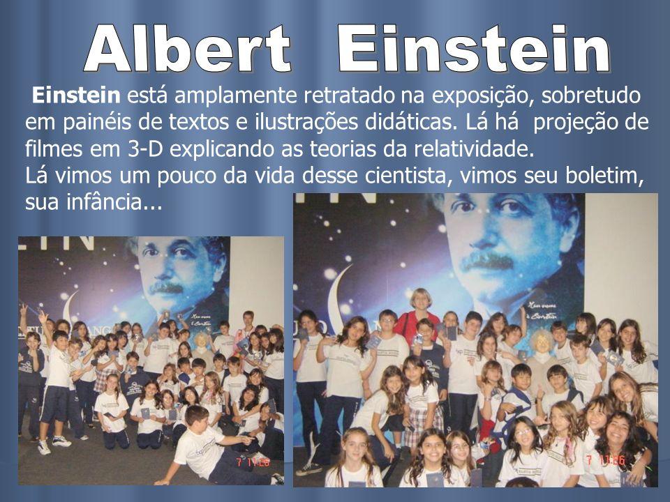 Einstein está amplamente retratado na exposição, sobretudo em painéis de textos e ilustrações didáticas. Lá há projeção de filmes em 3-D explicando as