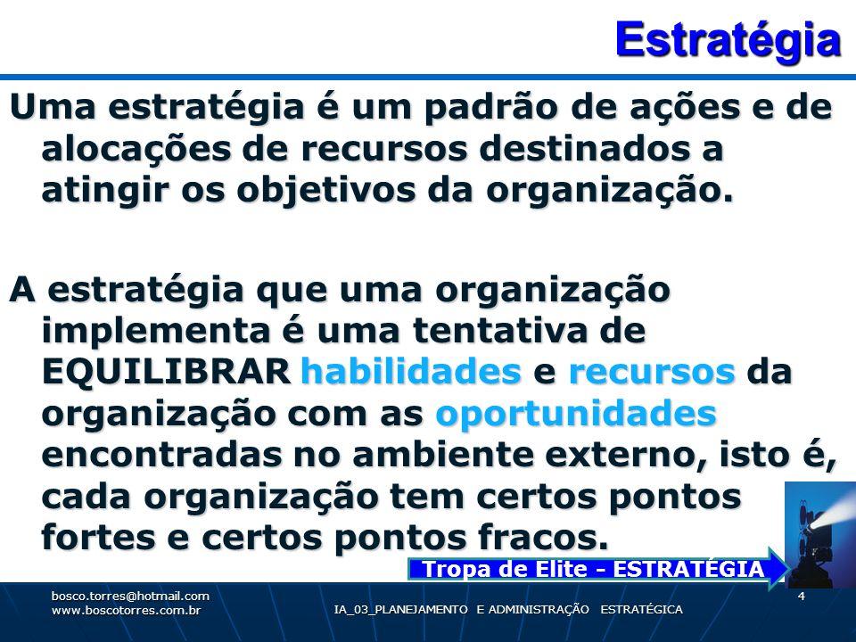 Estratégia Estratégia Uma estratégia é um padrão de ações e de alocações de recursos destinados a atingir os objetivos da organização. A estratégia qu