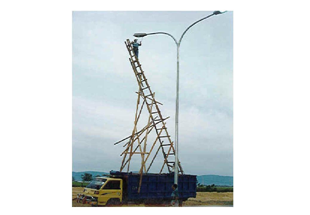 EXERCÍCIO 1 Numa obra de construção civil ocorreu um acidente às 14h00 no dia 14 de Janeiro de 2000, do qual resultaram ferimentos graves para um trabalhador.
