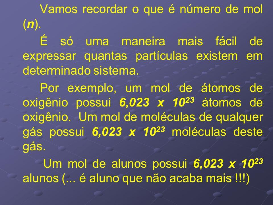 Vamos recordar o que é número de mol (n). É só uma maneira mais fácil de expressar quantas partículas existem em determinado sistema. Por exemplo, um